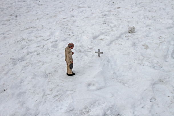 Isaac-Cordal-New-Two-Pieces-in-Anderlecht-02