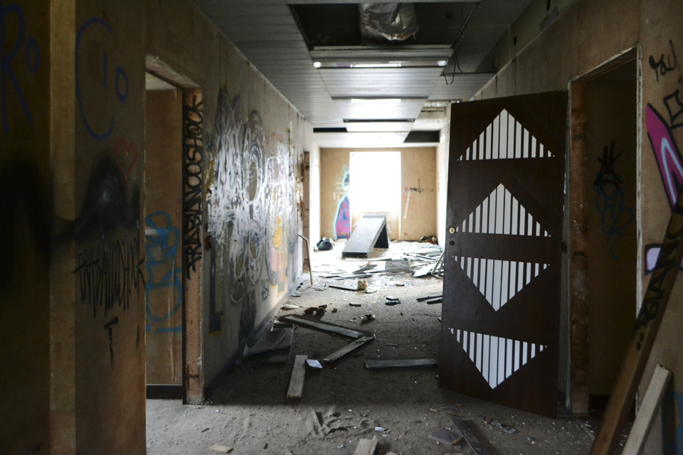 ak-new-mural-inside-an-abandoned-building-01