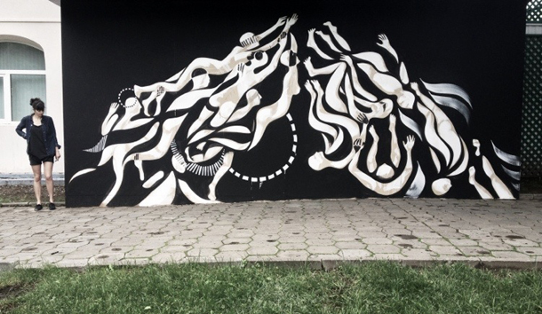 lucy-mclauchlan-new-mural-at-the-hermitage-garden-moscow-01