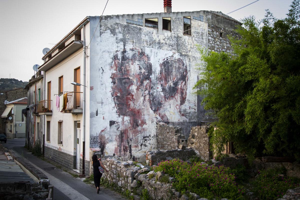 borondo-new-mural-at-oltre-il-muro-festival-01