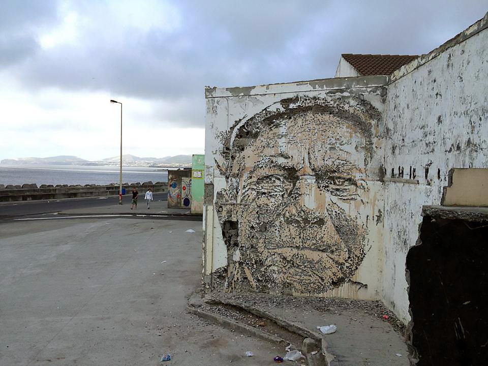 vhils-new-mural-in-ribeira-grande-01