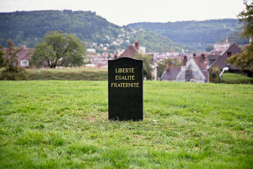 spy-funeral-new-piece-bien-urbain-festival-2013-01