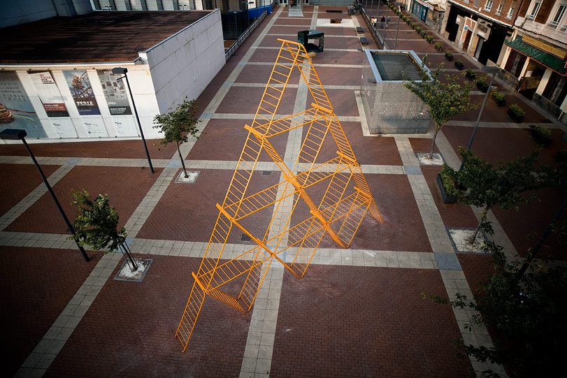 spy-piramid-new-mural-vitoria-spain-01