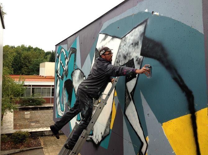 erosie-new-piece-at-bien-urbain-festival-2013-03