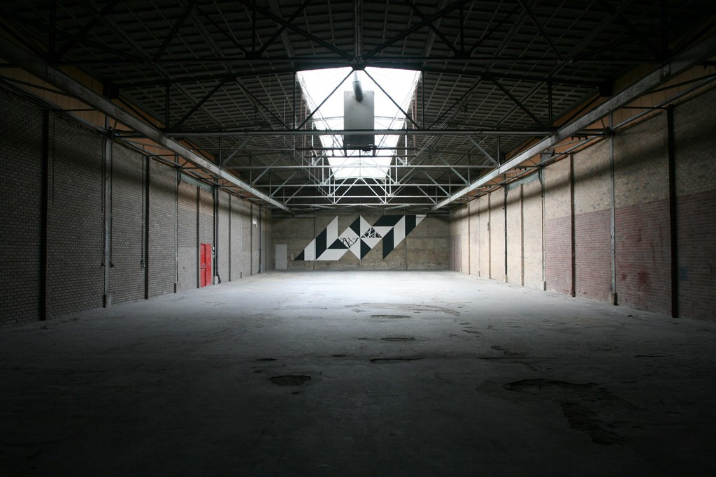 graphic-surgery-krux-new-mural-in-an-abandoned-space-02