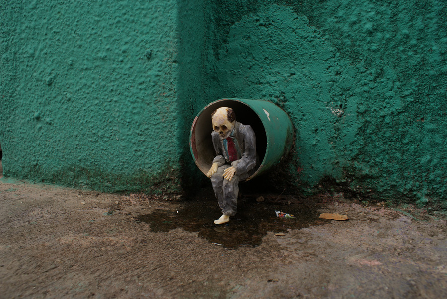 isaac-cordal-a-series-of-new-pieces-08