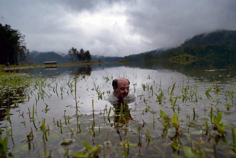 isaac-cordal-a-series-of-new-pieces-09