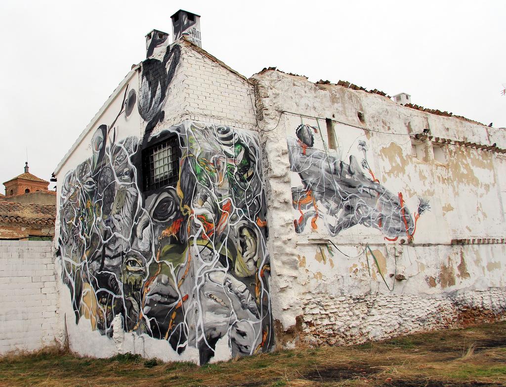 laguna-y-no-vuelvas-new-mural-in-almagro-01