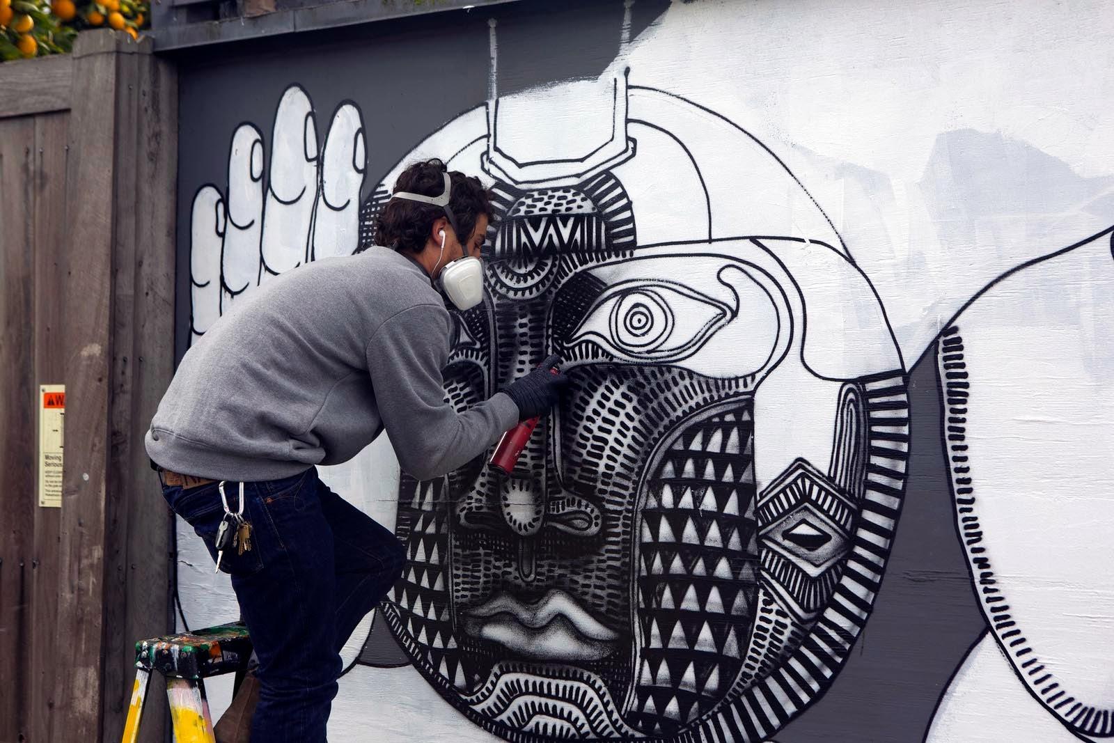 zio-ziegler-bumblebee-new-mural-in-venice-california-02