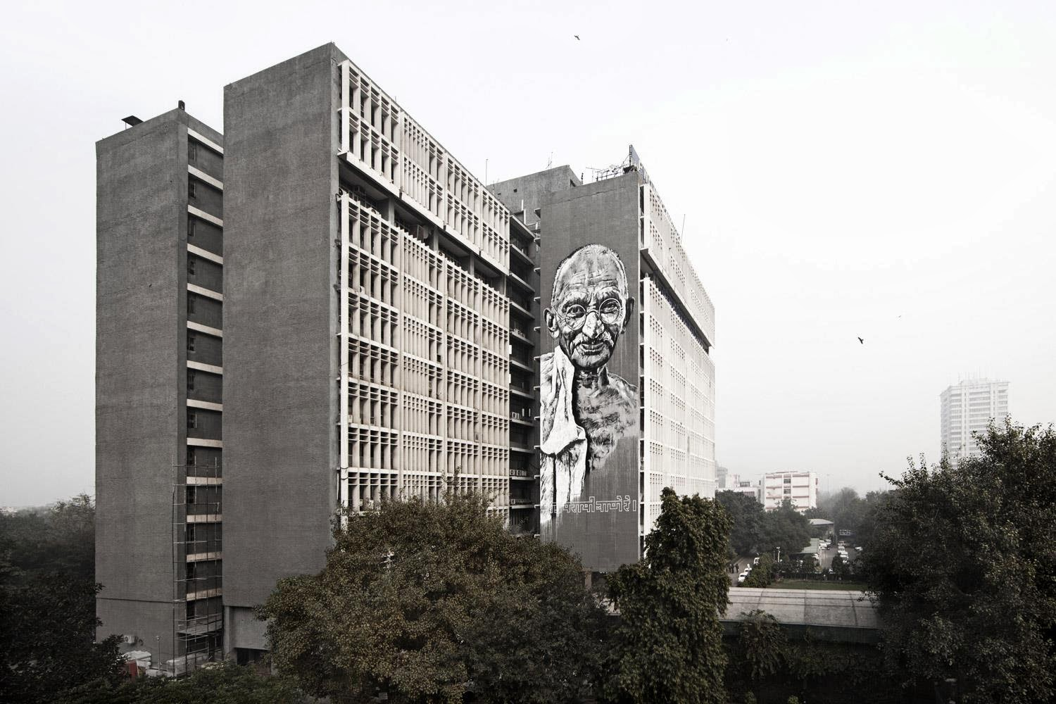 hendrik-ecb-beikirch-gandhi-mural-in-new-delhi-india-01
