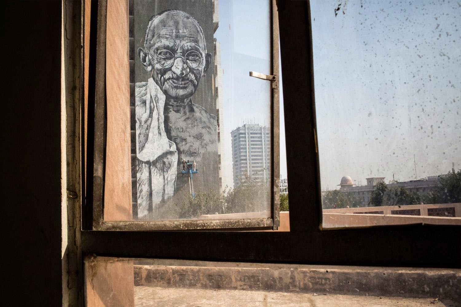 hendrik-ecb-beikirch-gandhi-mural-in-new-delhi-india-02