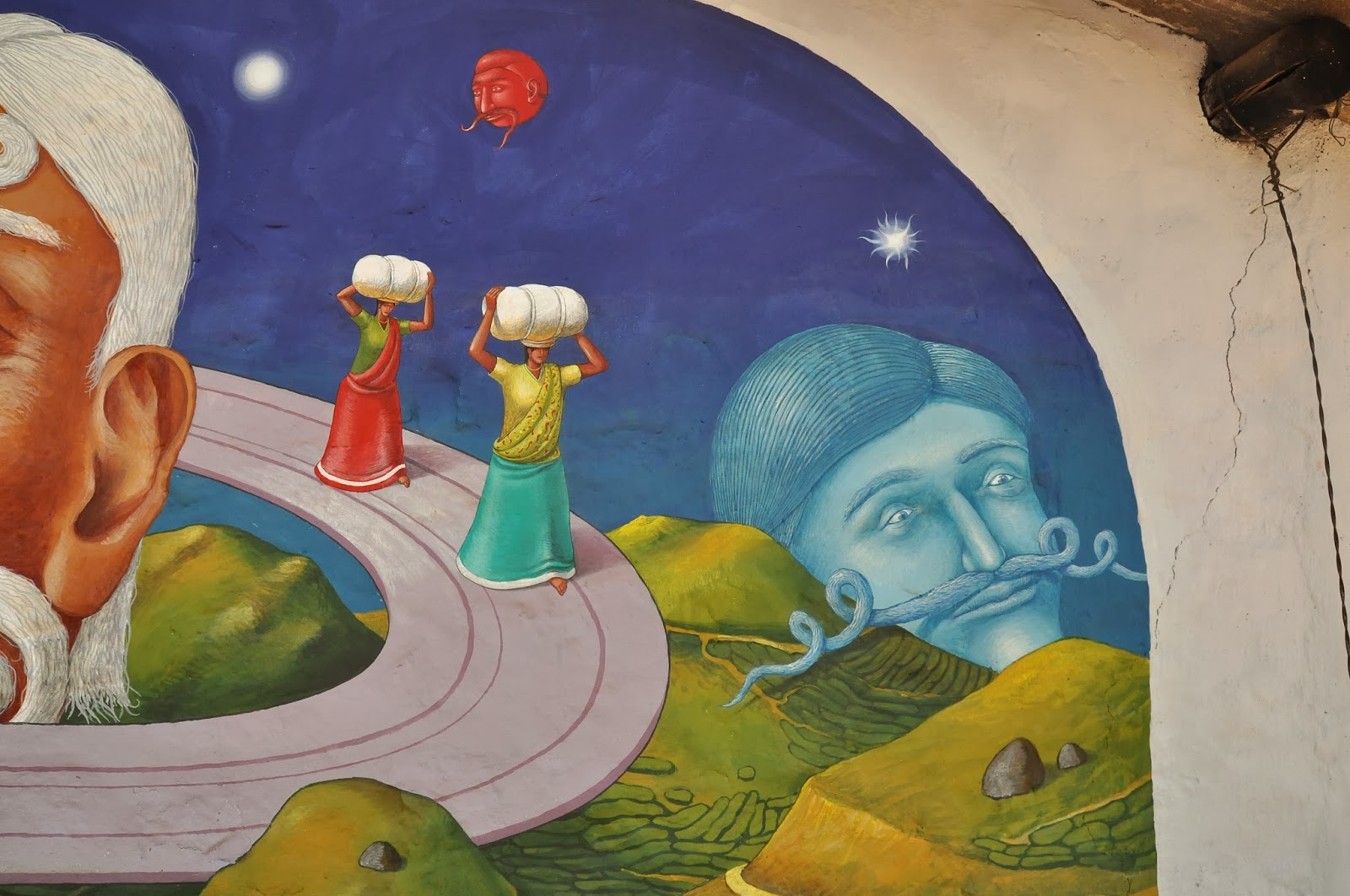 interesni-kazki-visit-of-saturn-new-mural-in-india-07