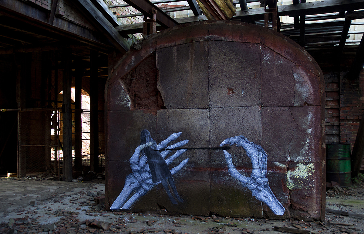 carne-a-series-of-new-pieces-inside-an-abandoned-building-02
