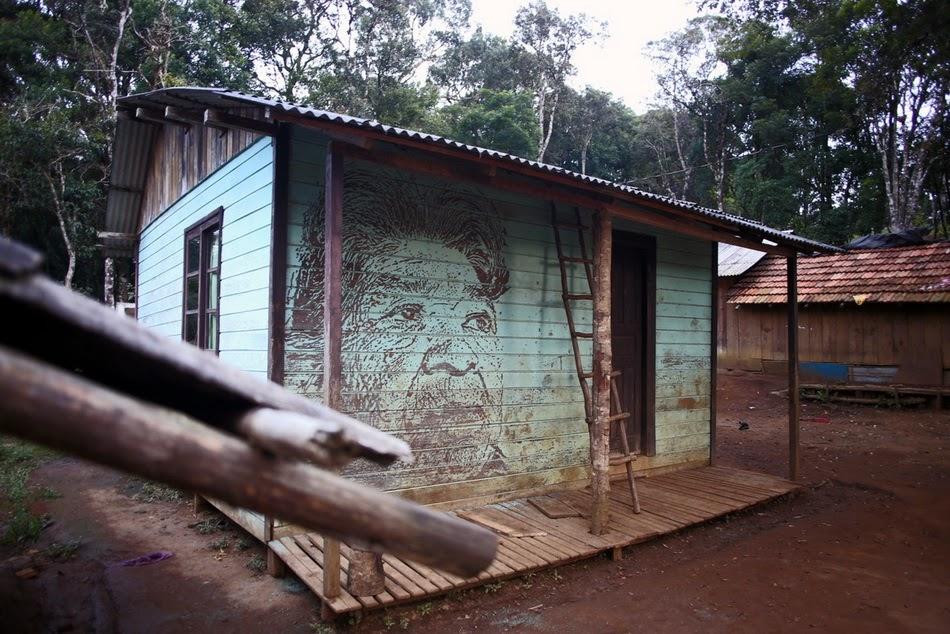 vhils-new-mural-in-aracai-village-brazil-02