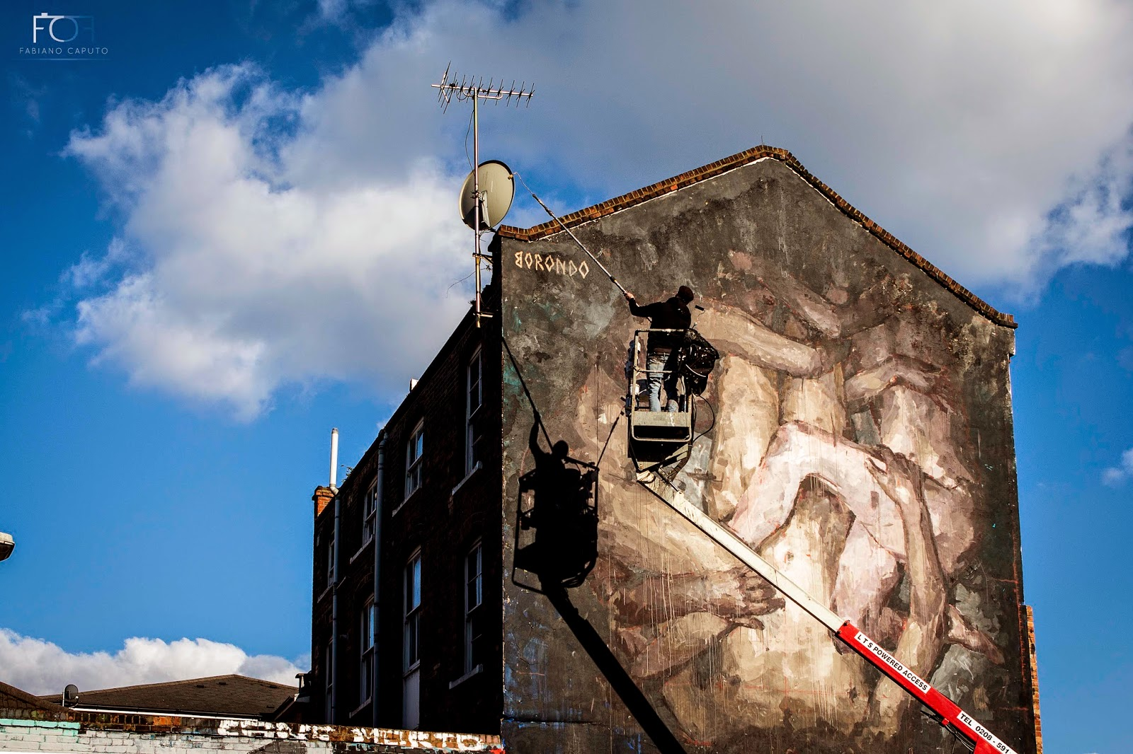 borondo-triade-new-mural-in-shoreditch-london-10