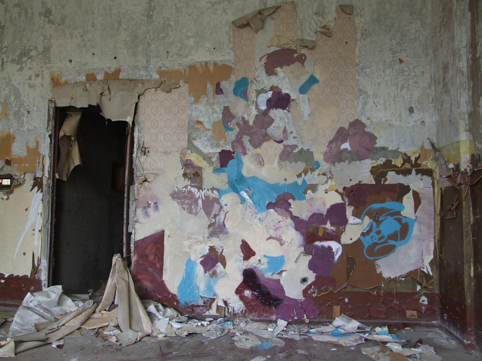 duncan-passmore-new-murals-in-an-abandoned-building-03