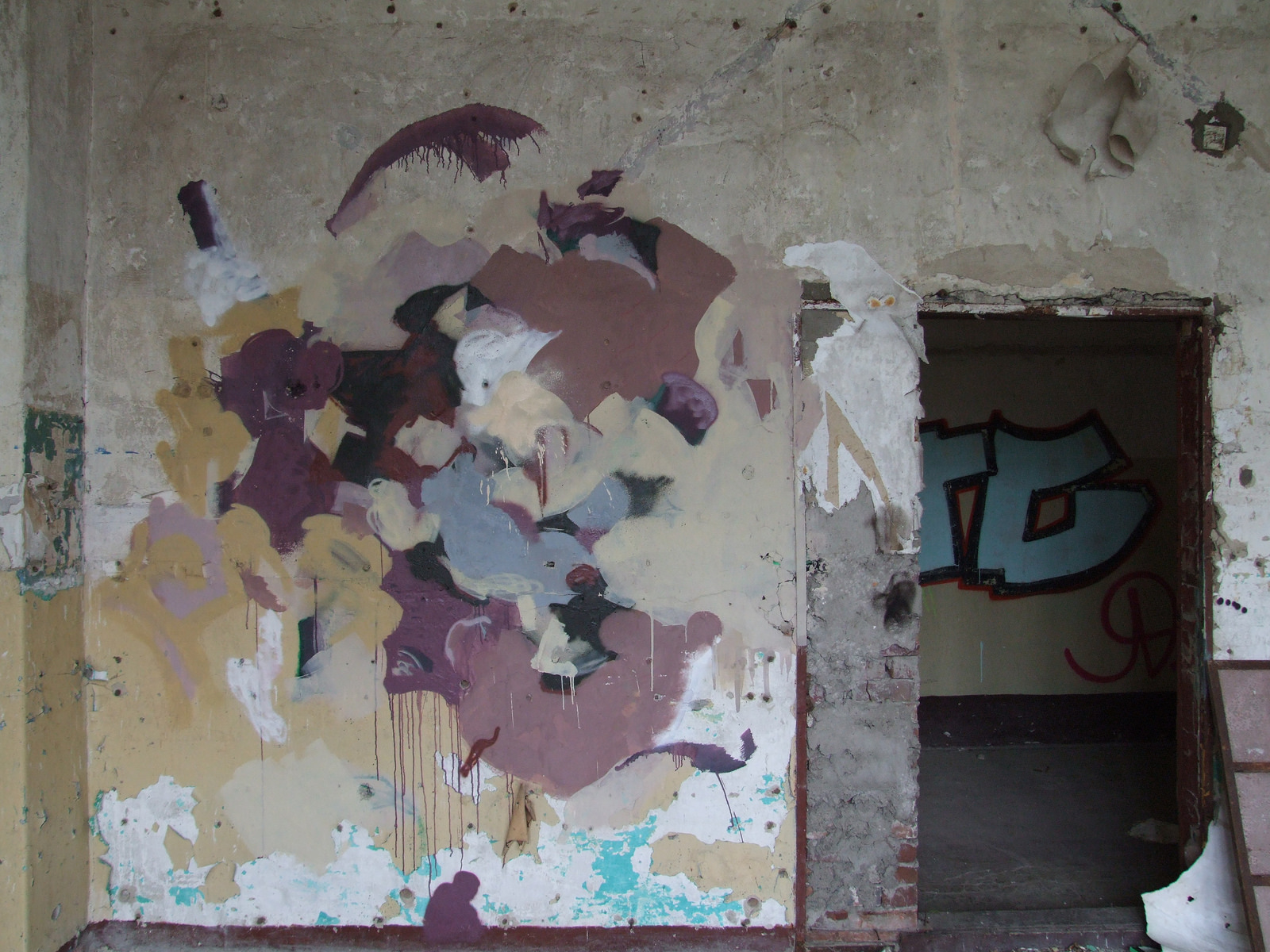 duncan-passmore-new-murals-in-an-abandoned-building-05