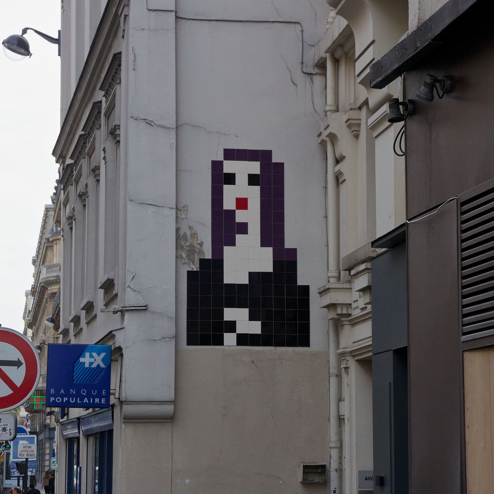 invader-monna-lisa-new-piece-in-paris-france-03