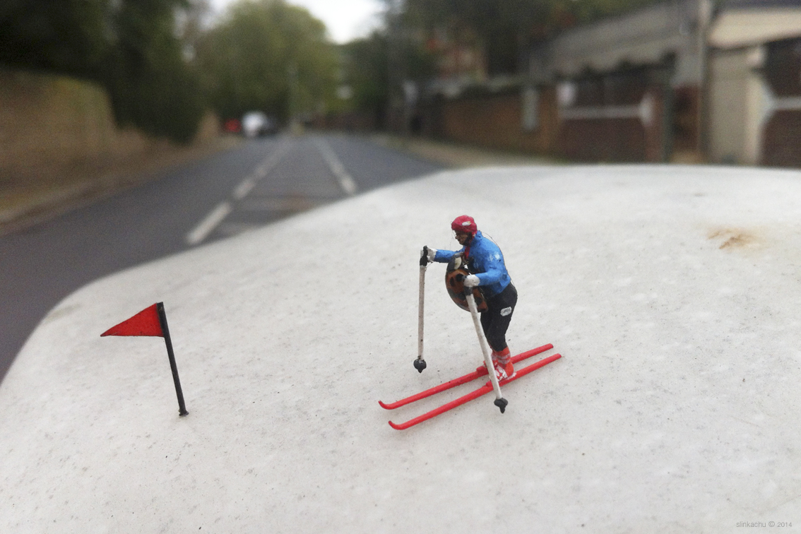 slinkachu-alpining-new-piece-in-fulham-london-04