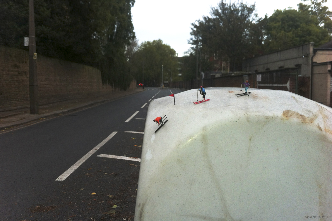 slinkachu-alpining-new-piece-in-fulham-london-05