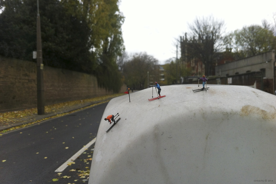 slinkachu-alpining-new-piece-in-fulham-london-06