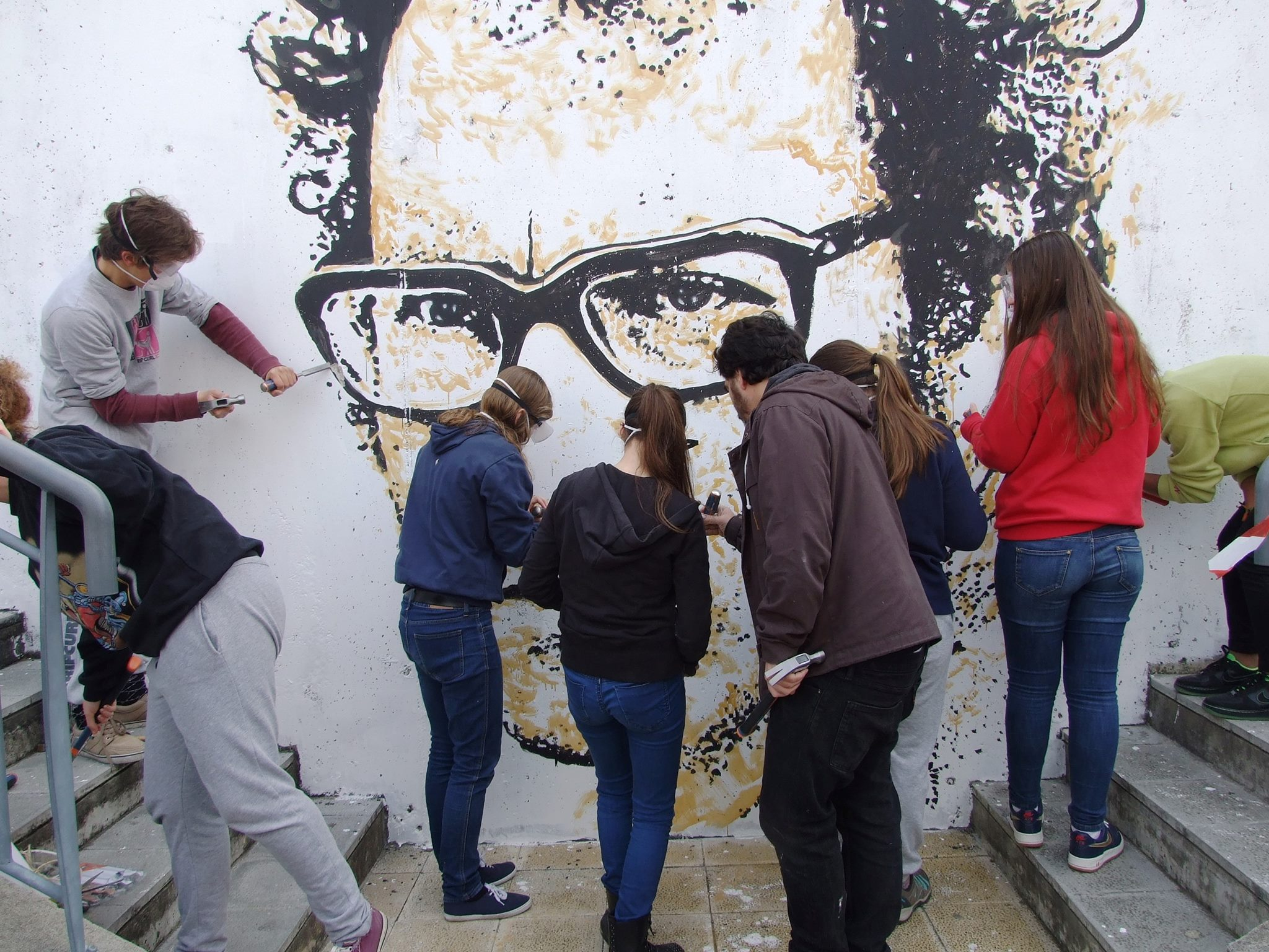 vhils-new-portrait-of-zeca-afonso-in-lisbon-portugal-02
