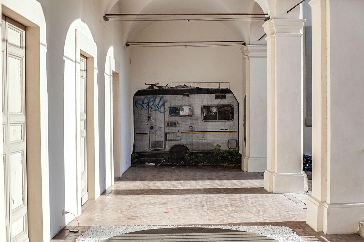 sbagliato-trottola-new-piece-at-palazzo-collicola-01