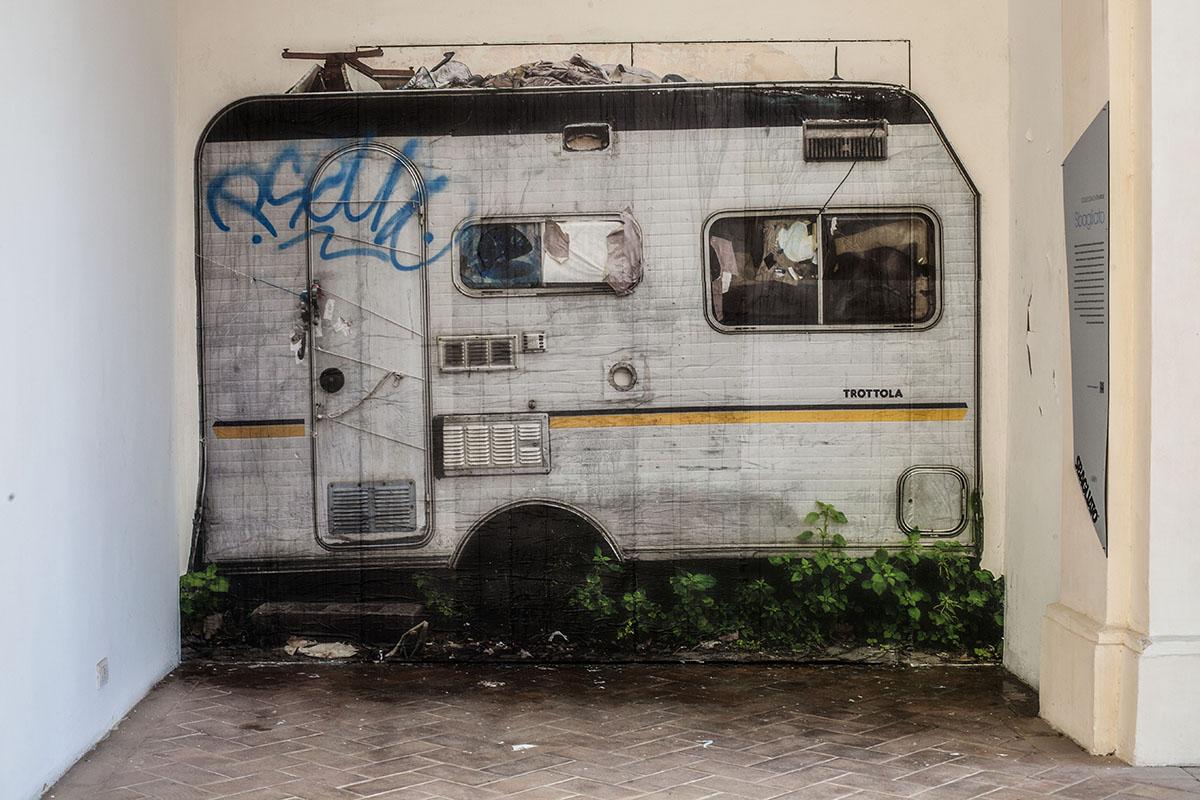 sbagliato-trottola-new-piece-at-palazzo-collicola-03