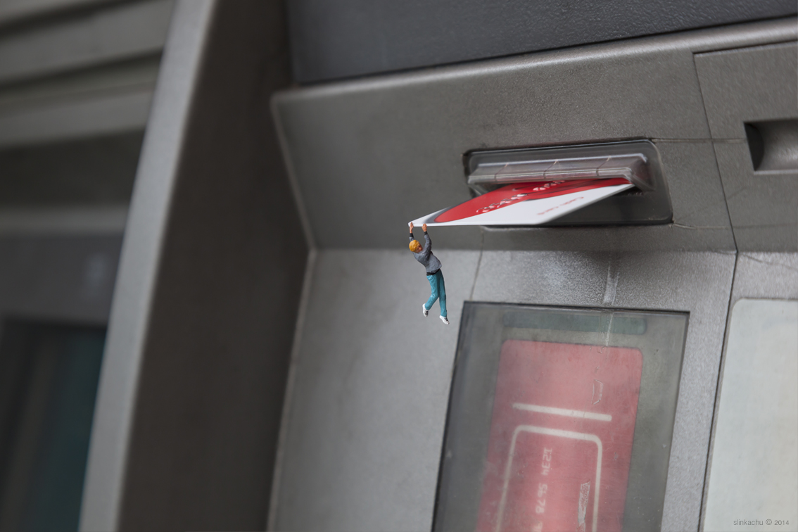 slinkachu-bank-balance-new-pice-in-chiswick-london-02