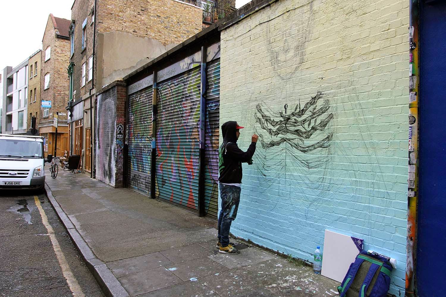 alexis-diaz-the-cage-new-mural-in-london-01