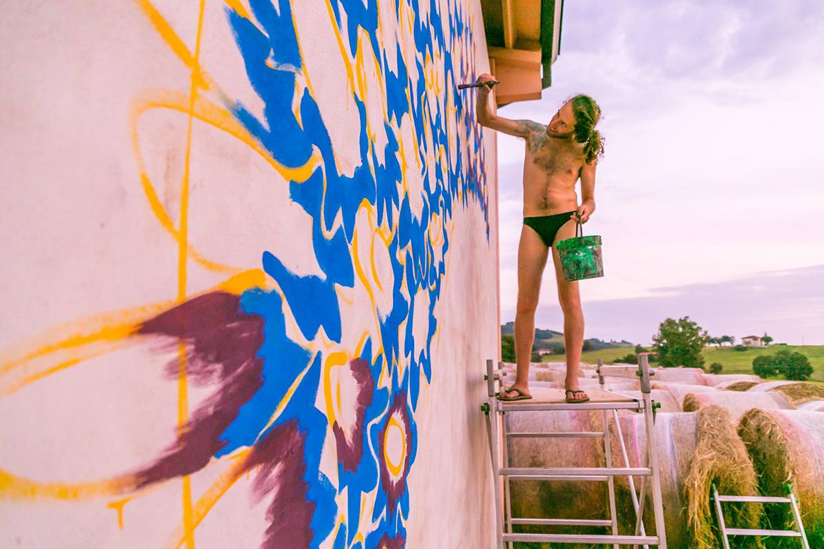 gola-hundun-new-mural-in-emilia-romagna-01