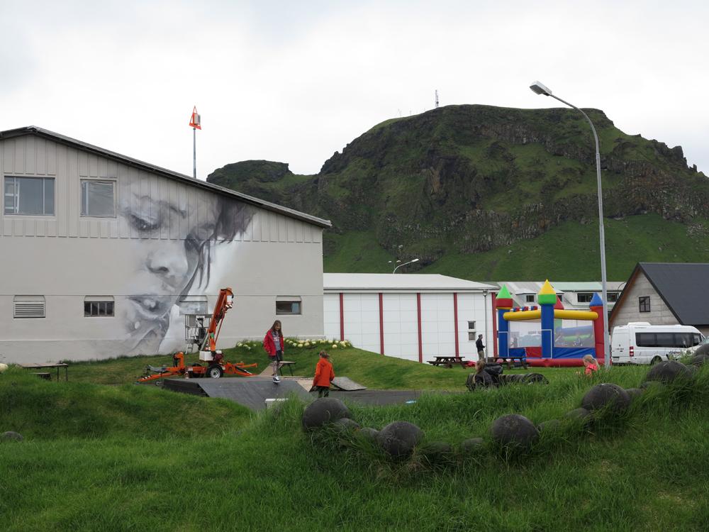 guido-van-helten-in-vestmannaeyjar-iceland-01