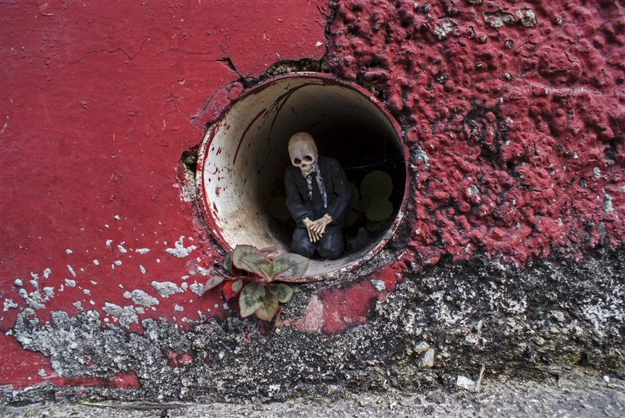 isaac-cordal-a-series-of-new-sculpture-in-mexico-04