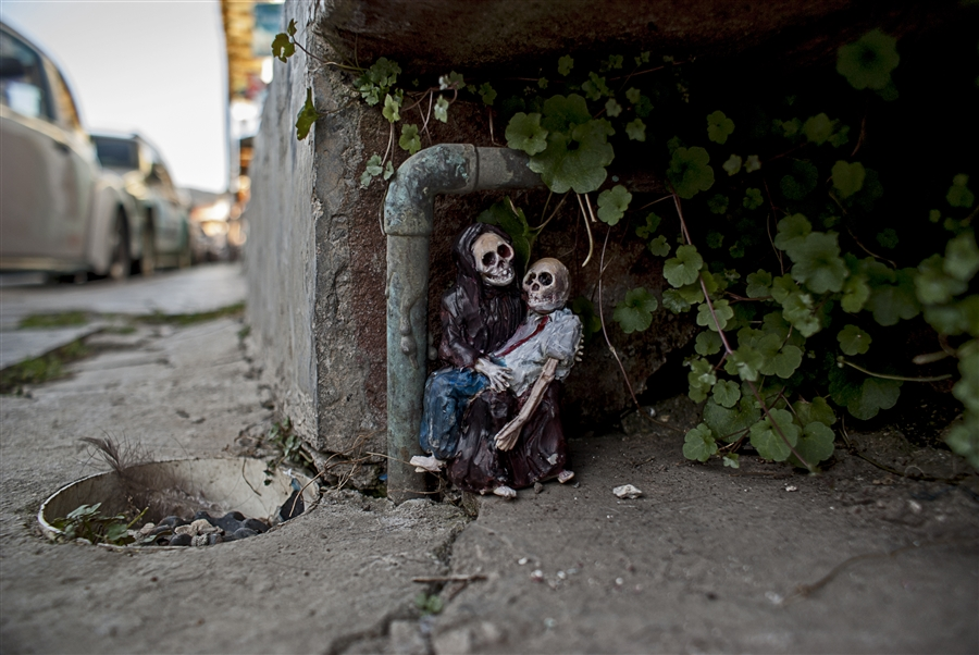 isaac-cordal-a-series-of-new-sculpture-in-mexico-05