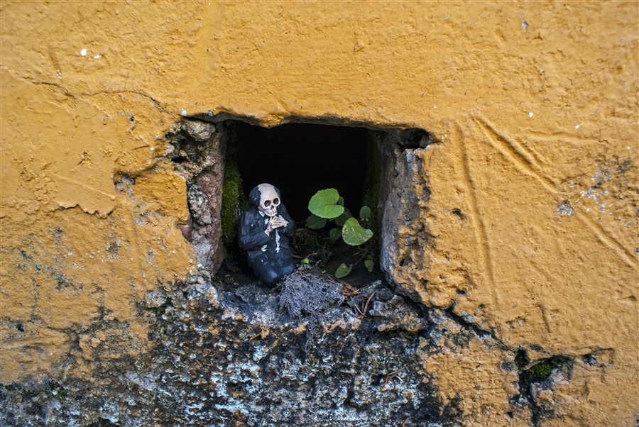 isaac-cordal-a-series-of-new-sculpture-in-mexico-07