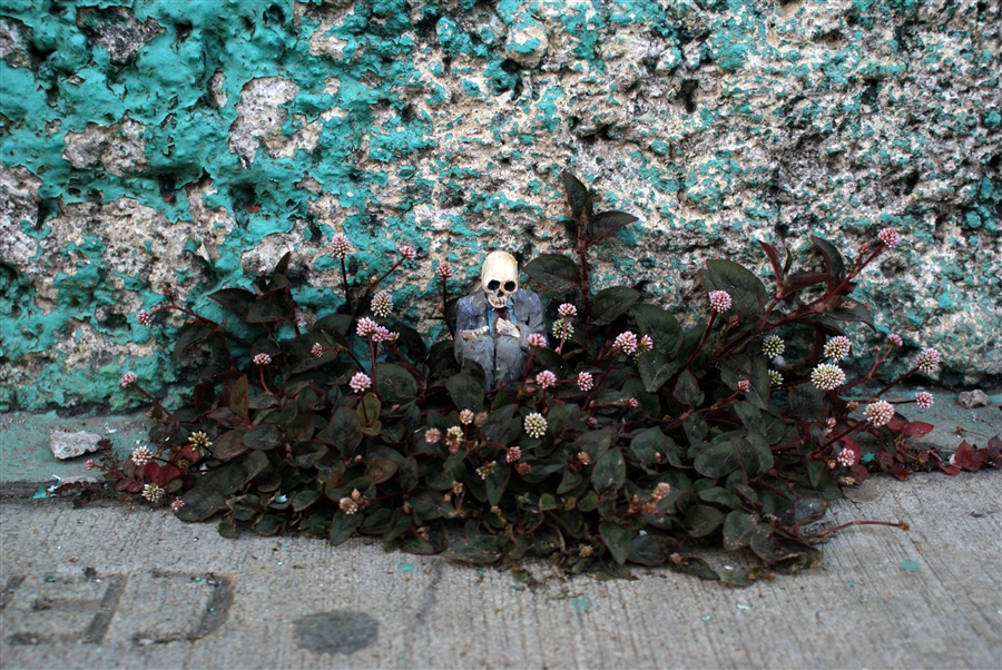 isaac-cordal-a-series-of-new-sculpture-in-mexico-09