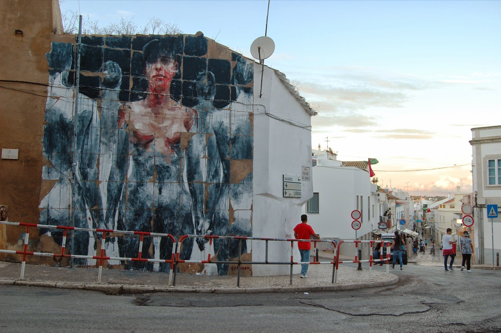 borondo-new-mural-in-lagos-portugal-01