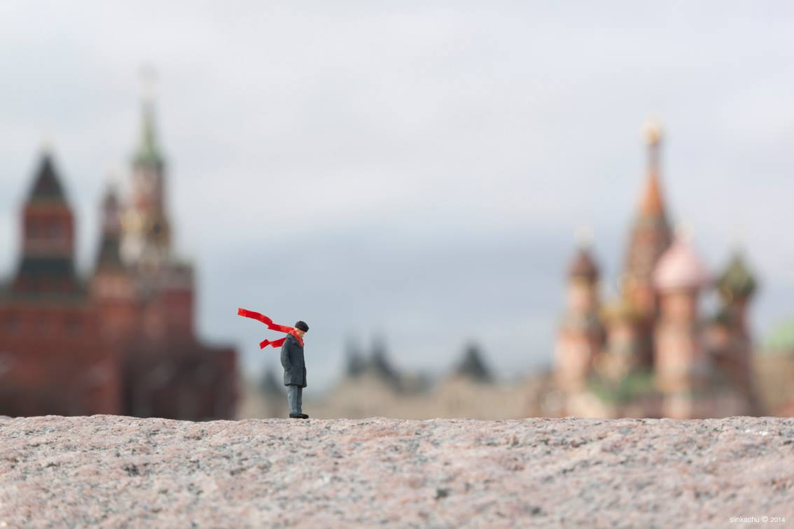 slinkachu-new-piece-in-mosca-and-cape-town-05