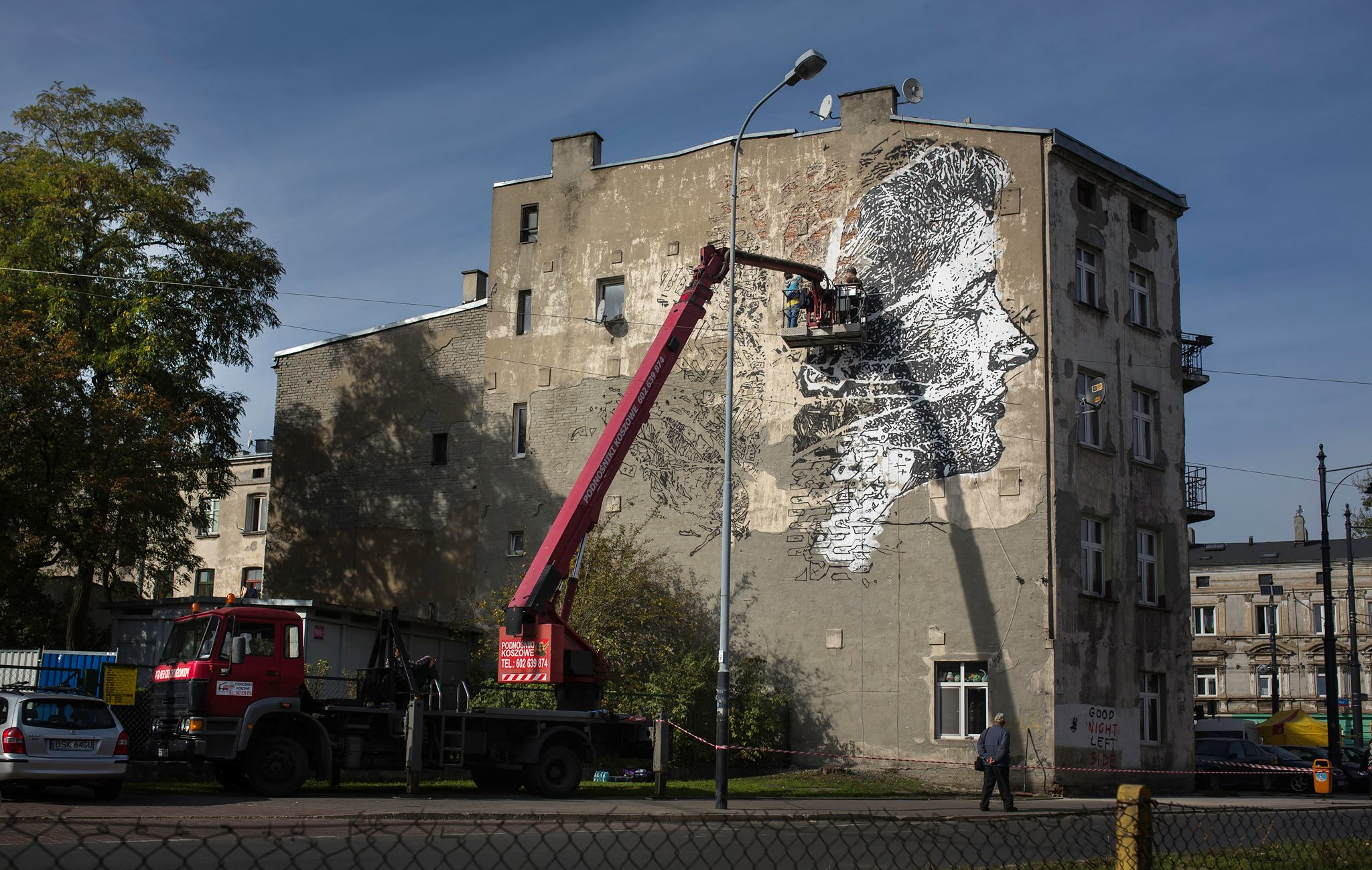 vhils-new-mural-for-galeria-urban-forms-01