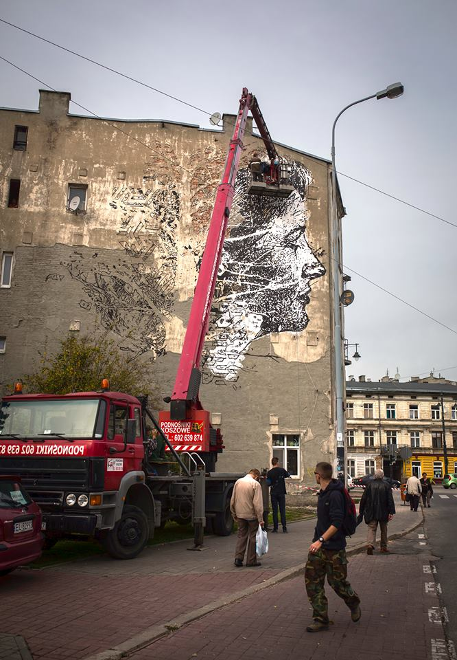 vhils-new-mural-for-galeria-urban-forms-03