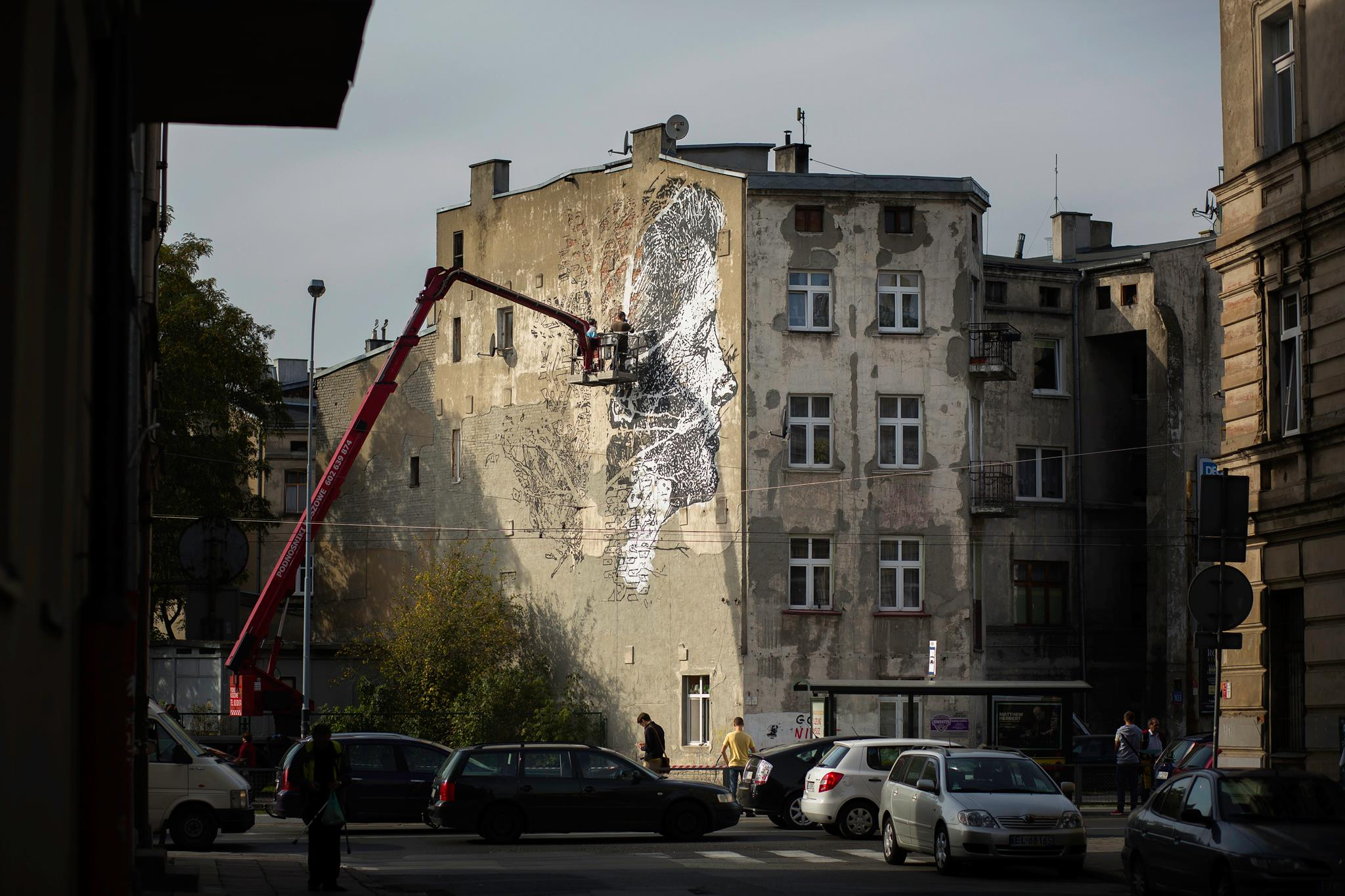 vhils-new-mural-for-galeria-urban-forms-06