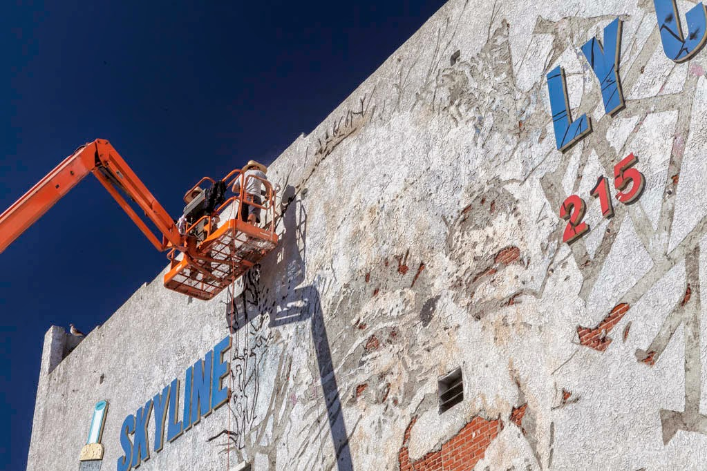 vhils-a-series-of-new-pieces-in-los-angeles-02