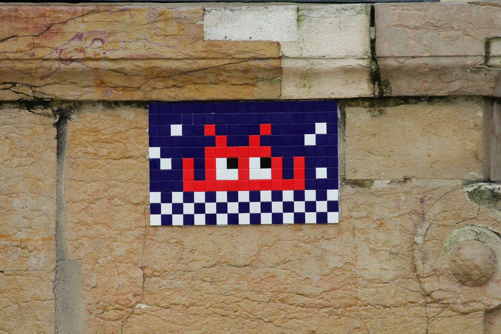 invader-new-piece-in-paris-france-02