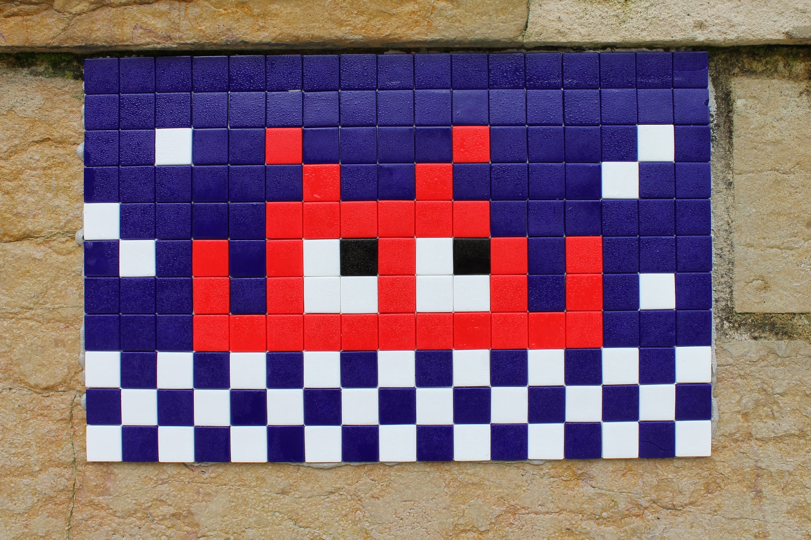 invader-new-piece-in-paris-france-03