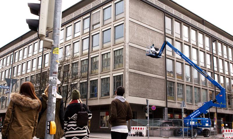 blu-new-mural-in-munich-01