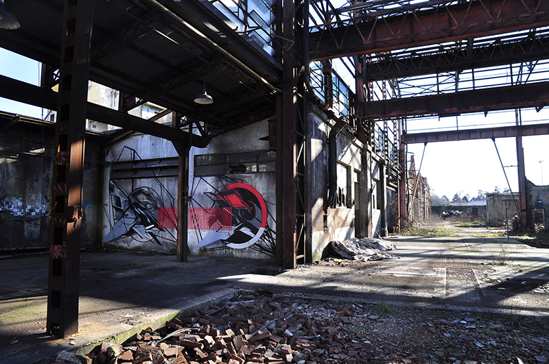 neo-inside-an-abandoned-factory-01