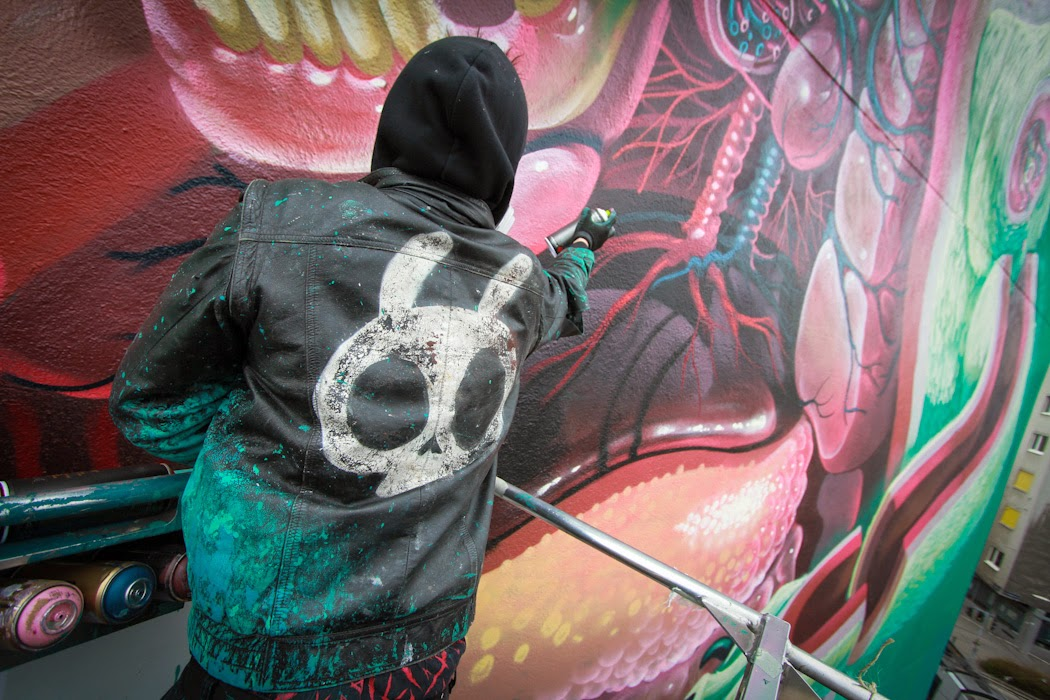 nychos-dissection-of-a-polar-bear-in-vienna-04