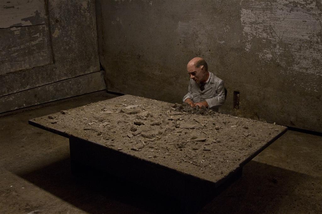 isaac-cordal-new-installations-for-artour-biennial-08