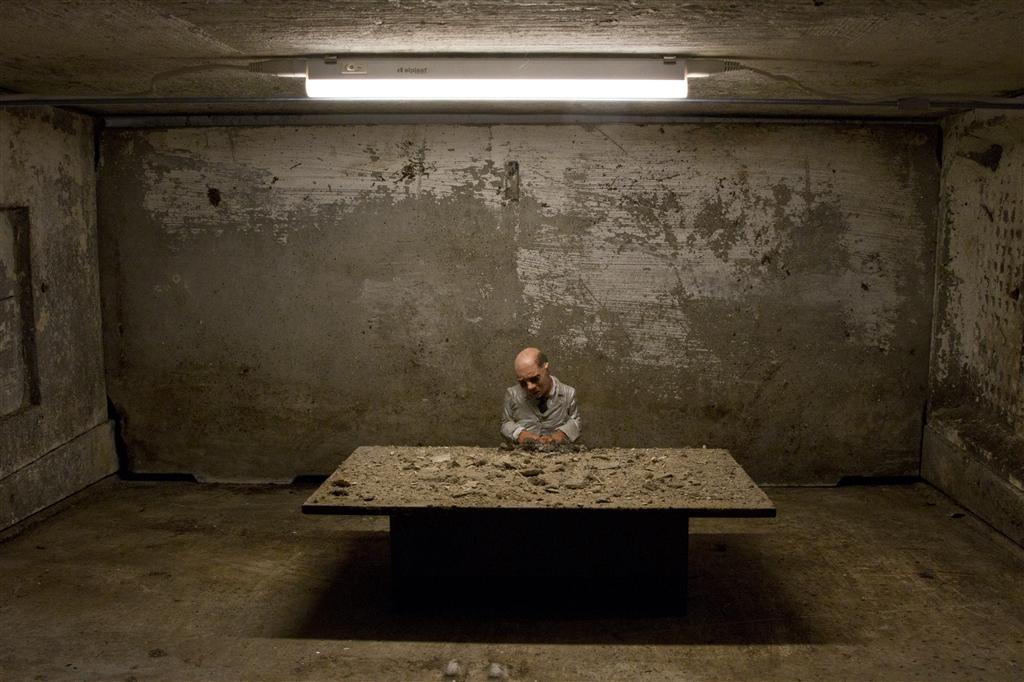 isaac-cordal-new-installations-for-artour-biennial-09
