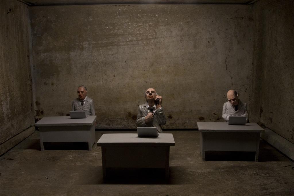 isaac-cordal-new-installations-for-artour-biennial-11